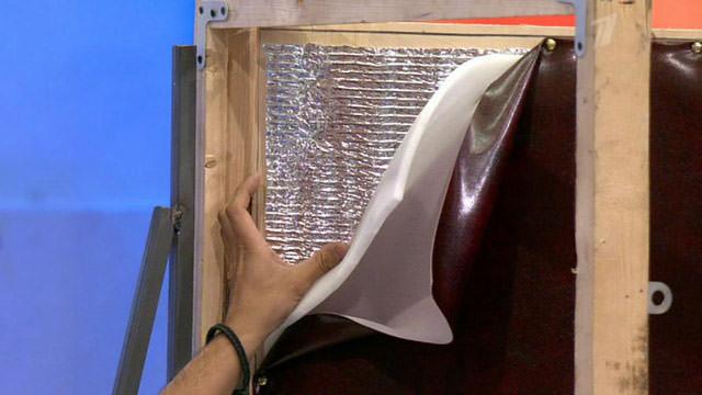 Чем утеплить входную деревянную дверь своими руками
